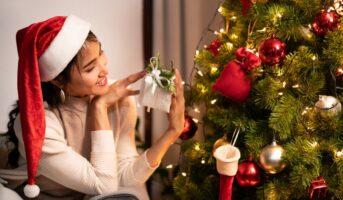 13 clever DIY Christmas tree hacks