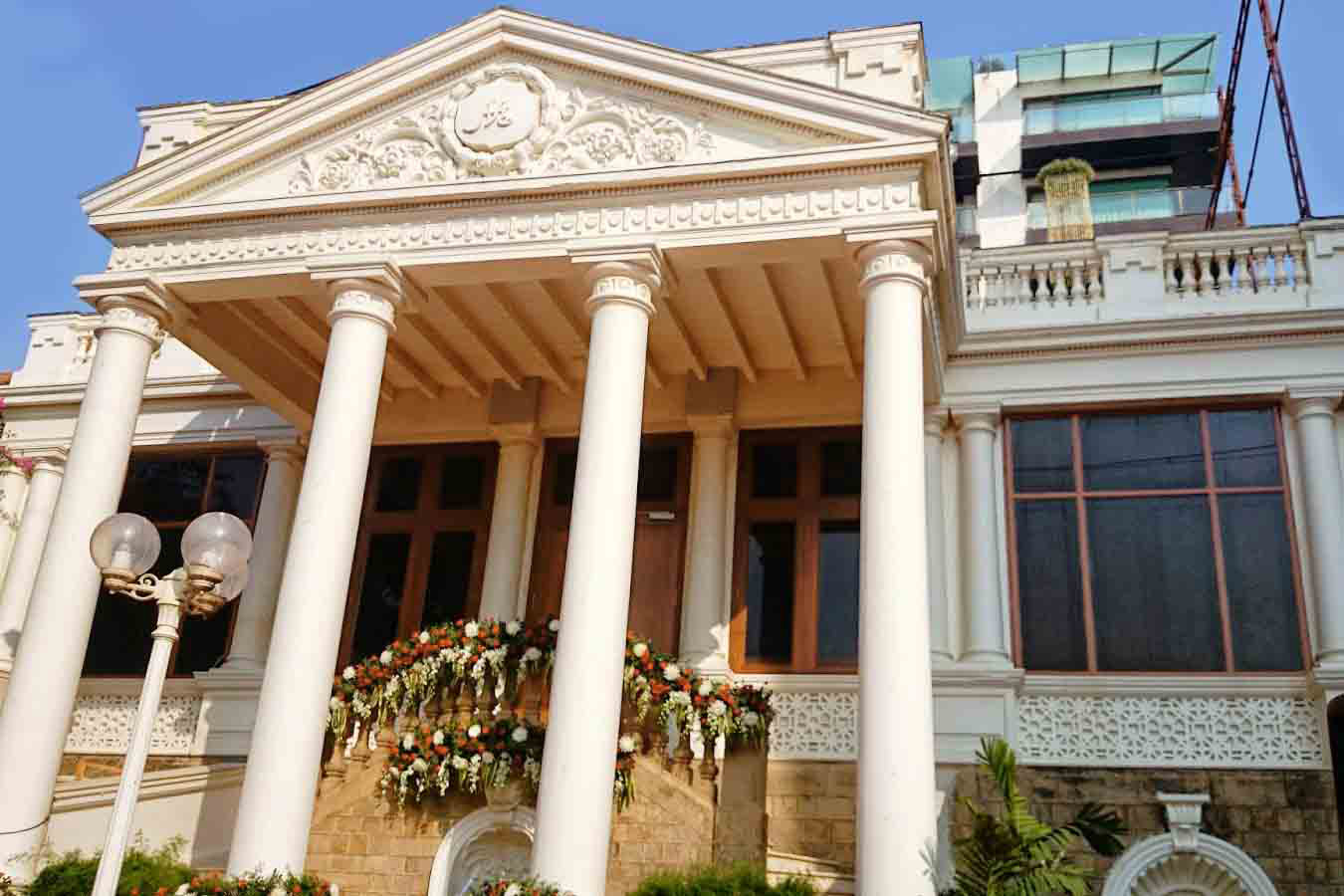 Mannat: A peek into Shahrukh Khan's house and its valuation