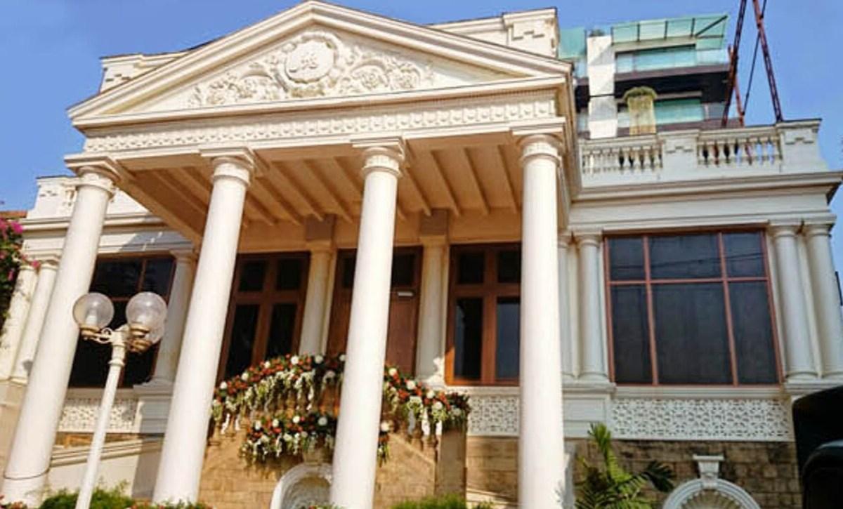 Mannat: Look Inside Shahrukh Khan's Rs 200 Crore House