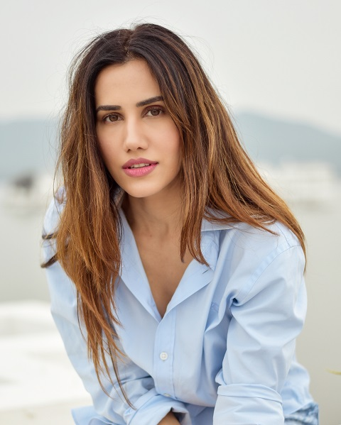 How are celebs staying fit during the lockdown Sonnalli Seygall