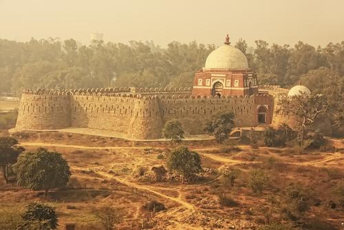 तुगलकाबाद किला दिल्ली: शक्तिशाली तुगलक राजवंश का एक मील का पत्थर